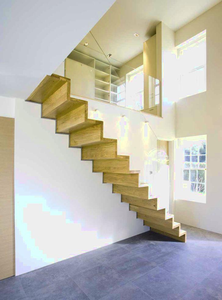 tangga melayang minimalis